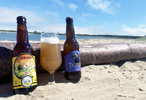 Rejoignez-nous et abonnez vous à la box normande, photo de bières à la plage